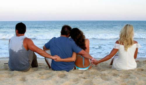 difference between polygamy and open relationship definition